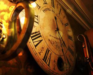 Изменить прошлое, старинные часы, время