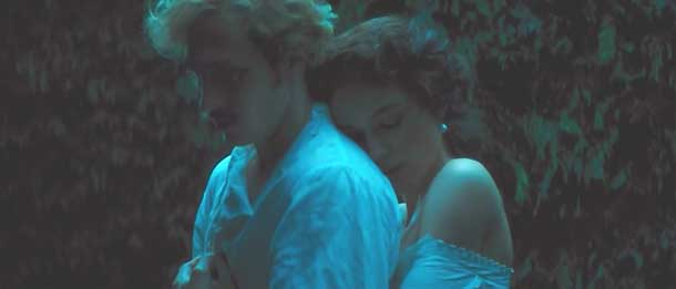 Анна Каренина фильм 2012 Кира Найтли Объятия в белом