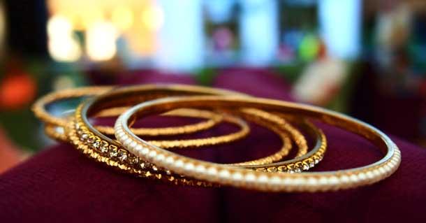Как получить удовольствие женщине Золотые браслеты