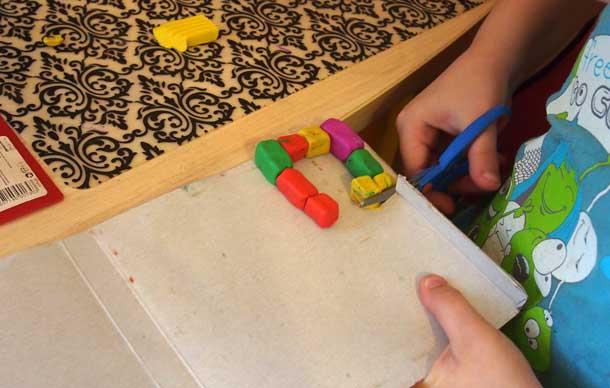 Как построить дом из пластилина Вырезаем основание