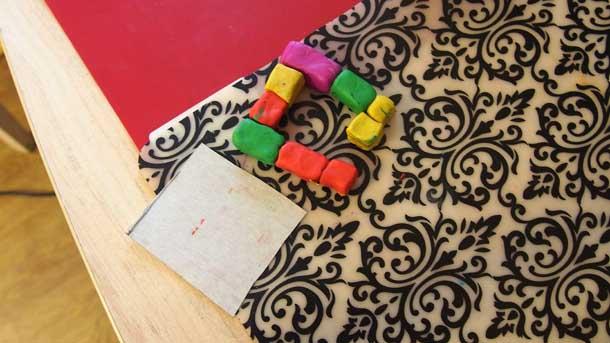 Как построить дом из пластилина Первый ряд и основание