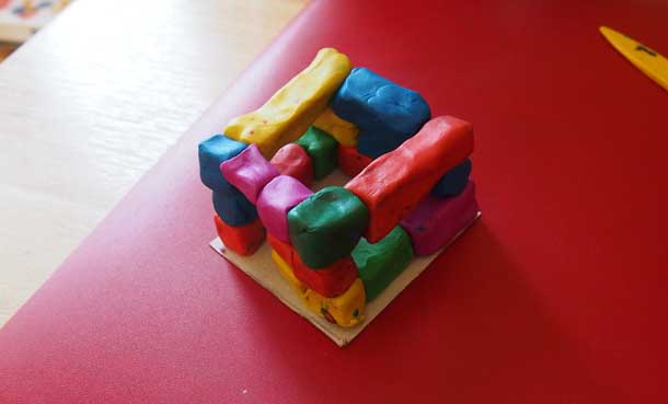 Как построить дом из пластилина Продолжаем формировать дом