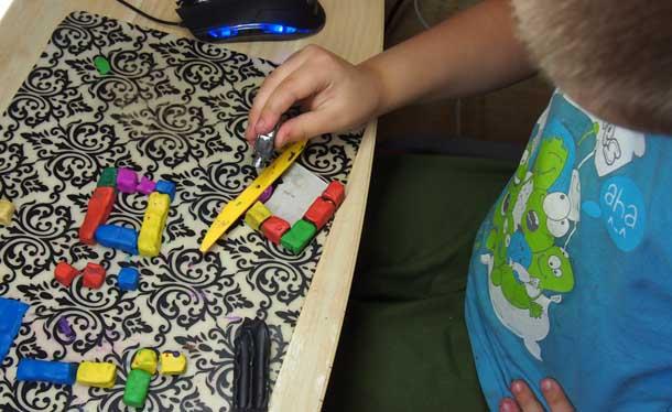 Как построить дом из пластилина Ровняем кирпичи