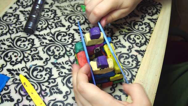 Как построить дом из пластилина Устанавливаем фронтоны