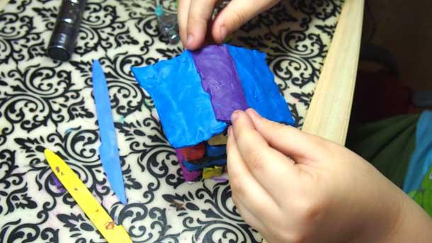 Как построить дом из пластилина Устанавливаем крышу