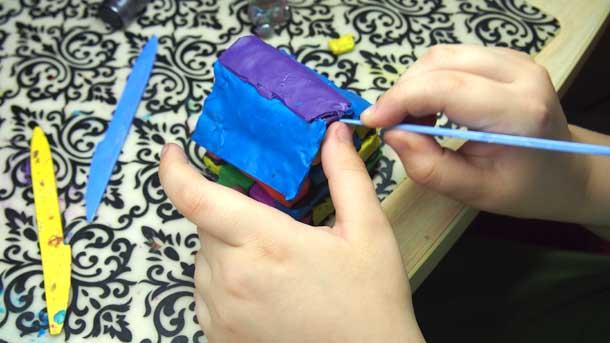Как построить дом из пластилина Закрепляем крышу