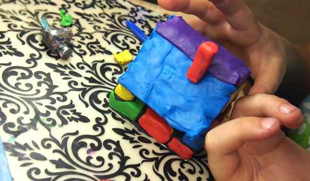 Как построить дом из пластилина Устанавливаем трубу