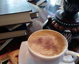 Кофе книги уютная обстановка 7 книг которые не дадут скучать