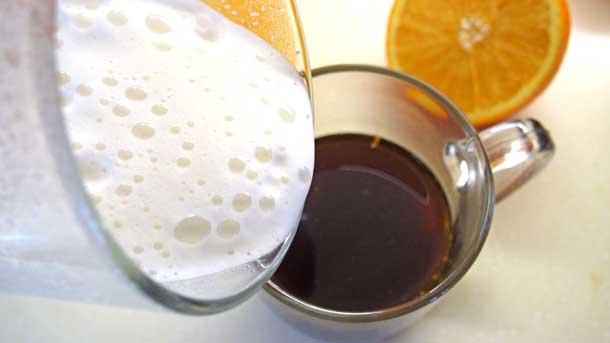 Апельсиновый раф Переливаем молоко