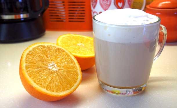 Апельсиновый раф в прозрачном бокале