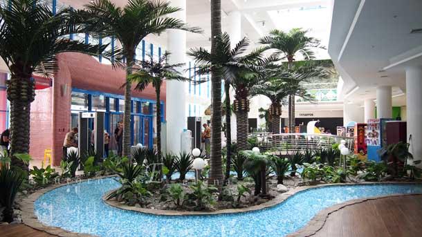 Новосибирский аквапарк аквамир пальмы в холле