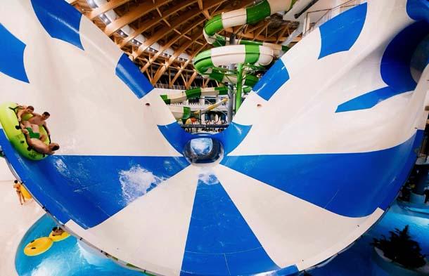 Новосибирский аквапарк Аквамир Бело-голубая горка