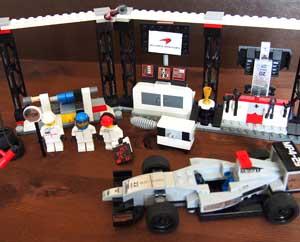 Лучший подарок мальчику Лего Станция Мерседес МакЛарен