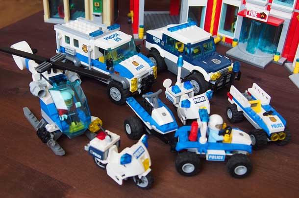 Лучший подарок мальчику Лего Полицейские машины и мотоциклы