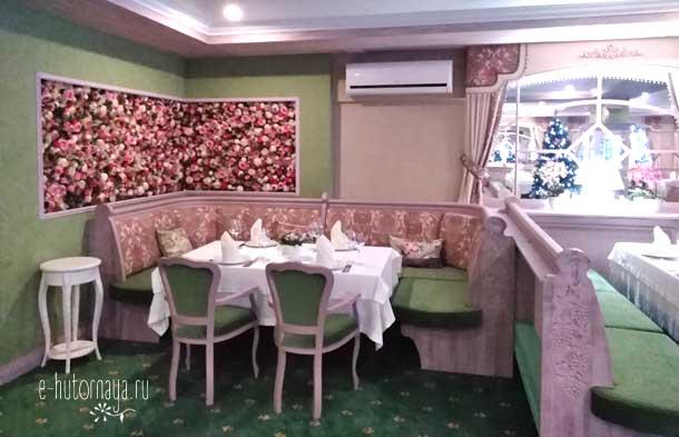 Отель Борвиха Бердск Банкетный зал цветочное панно