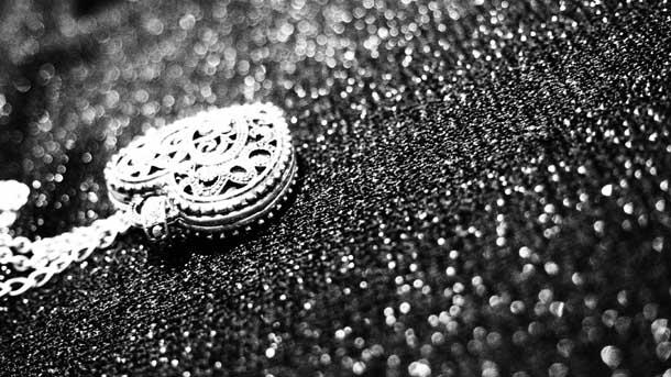 Отдаться страсти Кулон сердце черно-белый